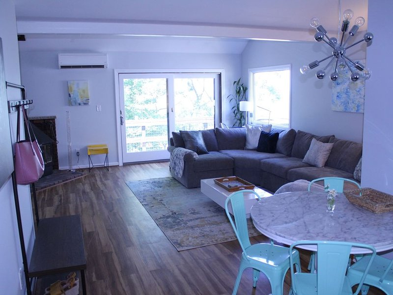 Artsy retreat at the TOP of Camelback Mountain!, holiday rental in Saylorsburg