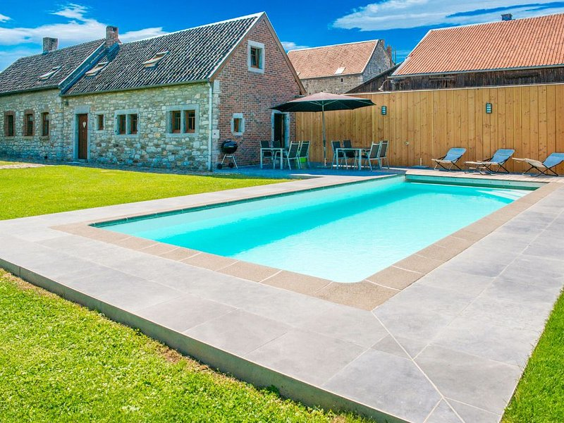 Stunning Chalet in Goé with Swimming Pool, Sauna, Terrace, vacation rental in Limbourg