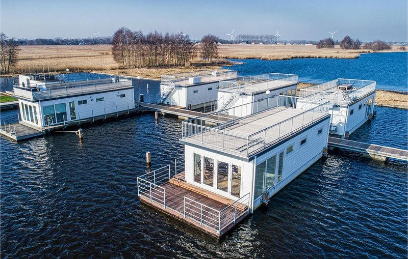 2 Zimmer Unterkunft in Aalsmeer, holiday rental in Leimuiden