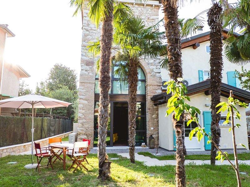 Ferienwohnung Torretta im Wohnturm mit WLAN, Gemeinschaftsgarten und -pool; Park – semesterbostad i Desenzano Del Garda