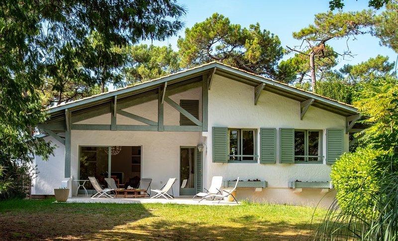 Situation rare Pyla-Moulleau, 4 mn à pied de la plage, Villa rénovée avec soin, vacation rental in Pyla-sur-Mer