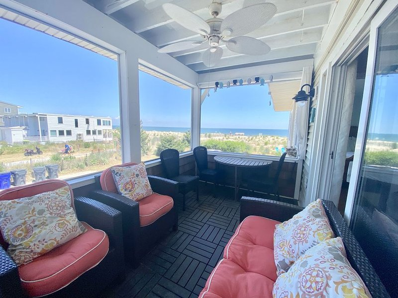 Newly listed for SUMMER 2020!  Oceanfront, super-clean, cute and comfortable!, location de vacances à Dewey Beach