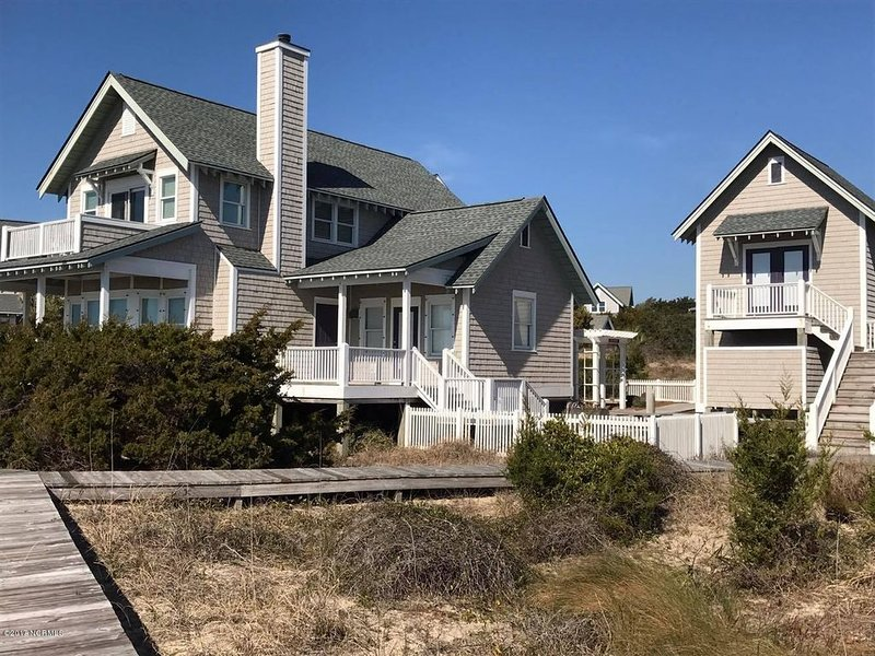 NEW LISTING! Stay 3 nights, get 4th night FREE! Ask for off-season discount!!, location de vacances à Bald Head Island