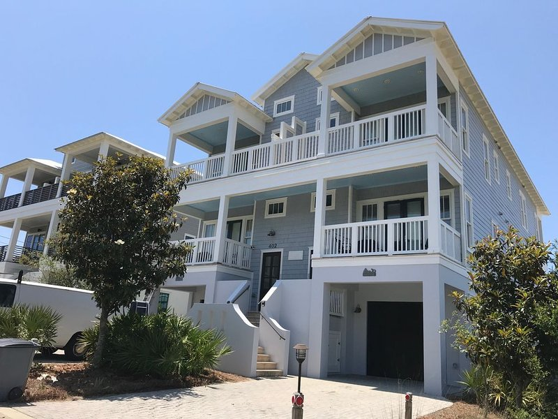 Direct beach access,  Private pool, elevator,, bikes and beach chairs available., vacation rental in Inlet Beach