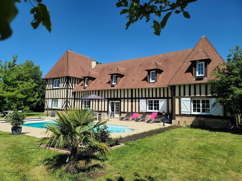 Lovely historical Normandy Manor Heated Pool Garden 1.7Ha and lots of activities, holiday rental in Saint-Evroult-Notre-Dame-du-Bois