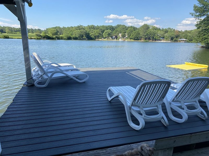 Lake Anna Double Dock and Private Beach, holiday rental in Orange