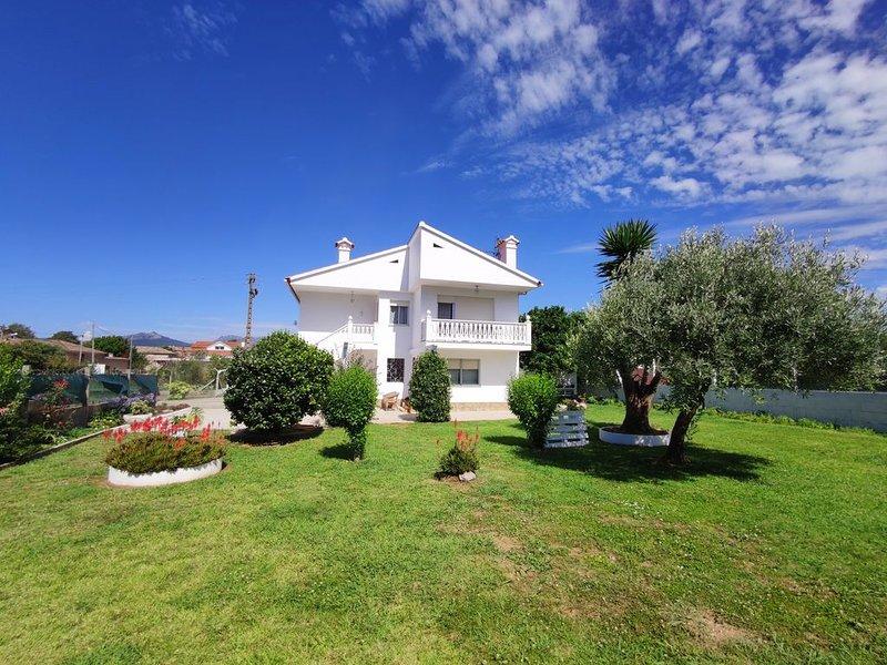 Tranquilidad, comodidad y ubicación excelentes!!, holiday rental in Viladesuso