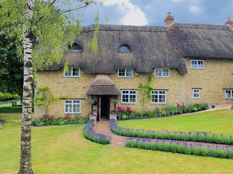Beautiful 5 Bedrooms Cottage , in Oxfordshire, aluguéis de temporada em Tackley