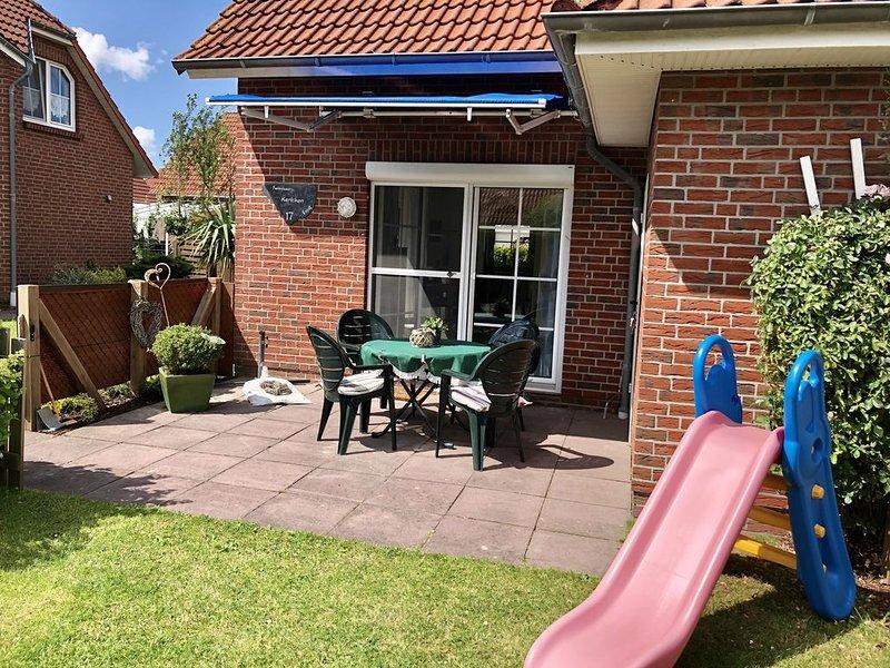 Familienfreundliches Ferienhaus in Deichnähe mit Terrasse /Garten,  WLAN, vacation rental in Nessmersiel