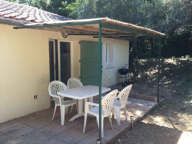 Charmant appartement sur les hauteurs d'Anduze, holiday rental in Corbes