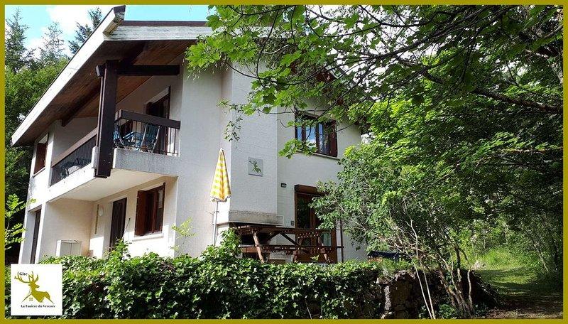 Gîte entièrement rénové et tout confort !!  T2  en rez de jardin, vacation rental in Chamaloc