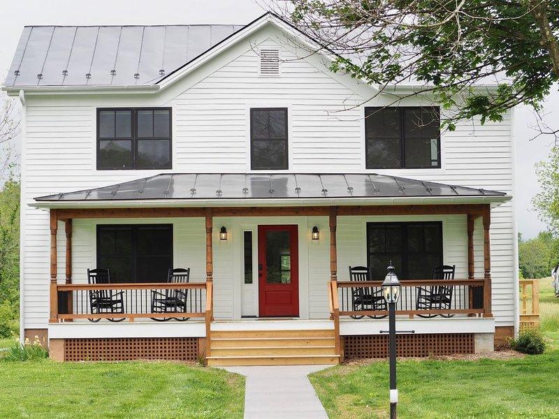 Fulton Belle Vue - Beautiful Farmhouse recently Renovated in Afton!, casa vacanza a Waynesboro