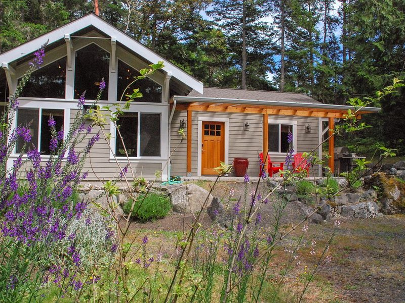 NEW! Secluded Modern Home on 2 Acres, Bike to Roche Harbor, Fire pit, 2 Bikes, holiday rental in Bedwell Harbour