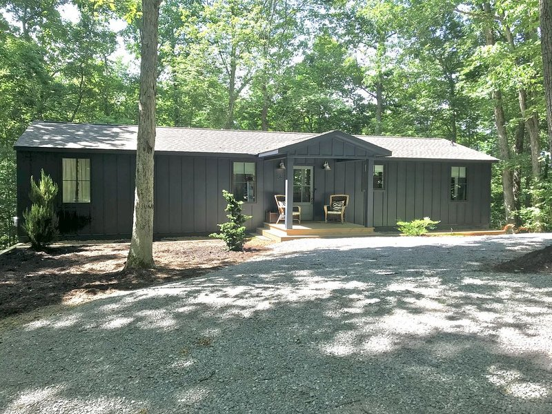 Quaint cabin in the Hillcrest Hills neighborhood of Center Hill Lake., holiday rental in Silver Point