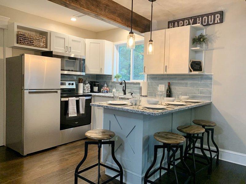 Just renovated 2 bedroom suite two blocks from the beach in beautiful Croatan!, alquiler de vacaciones en Virginia Beach