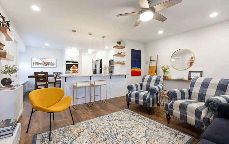 ★ Starlanding House | Close to it all in Bentonville | 2 Kings/2 Twins, holiday rental in Avoca