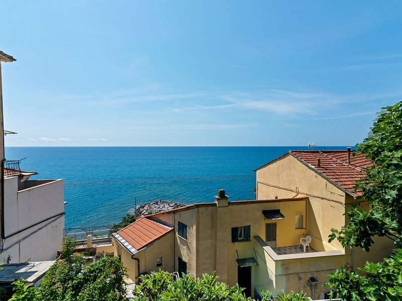 Stylish Apartment in Cervo with Garden, vacation rental in Cervo