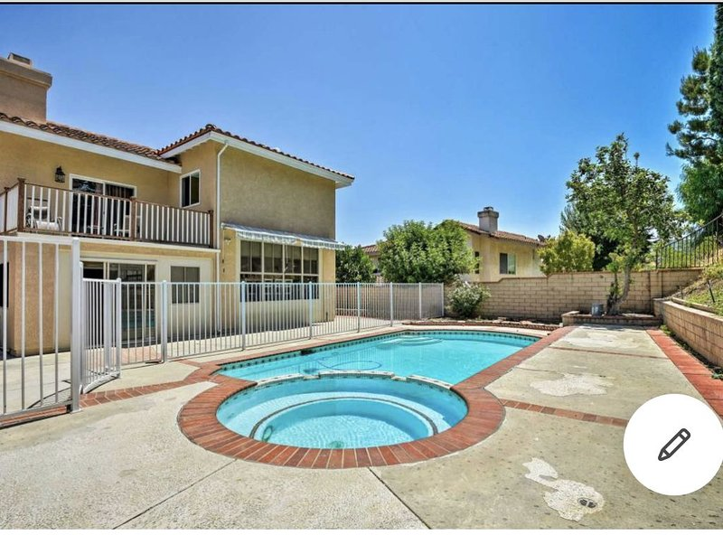 Pool house with karaoke system and massage chair, vacation rental in Chino Hills
