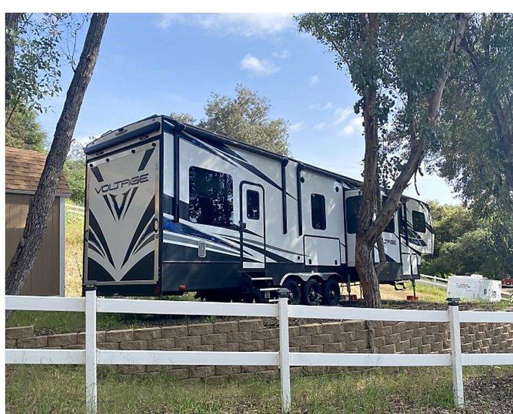 Glamper camper on site, Ferienwohnung in Fallbrook