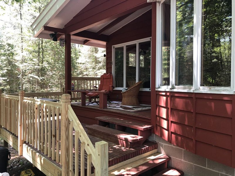 Great Fishing! Ballard chain! Northwoods Retreat,  Modern sleeps 8!, holiday rental in Star Lake