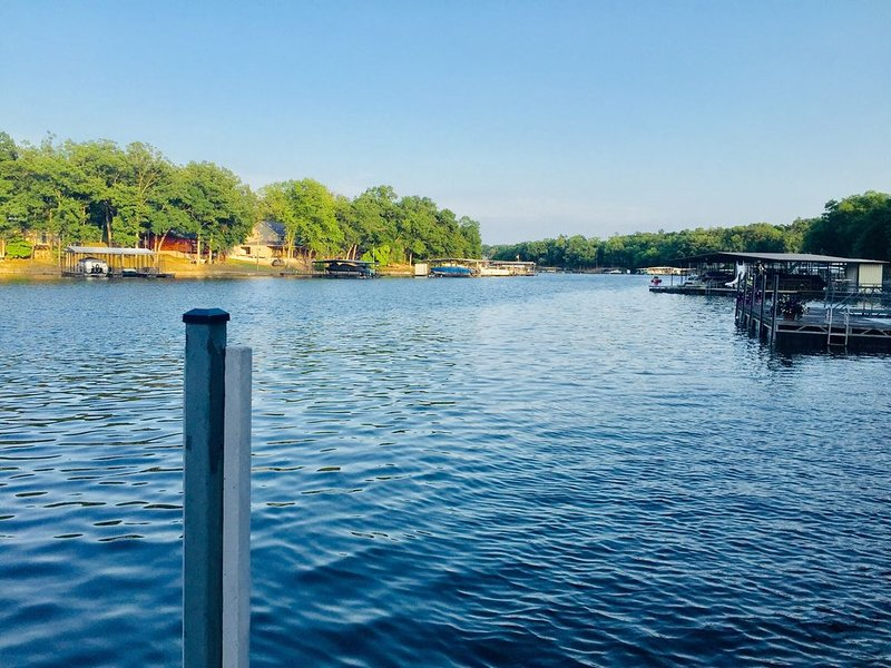 3 Level home on water, vacation rental in Gravois Mills
