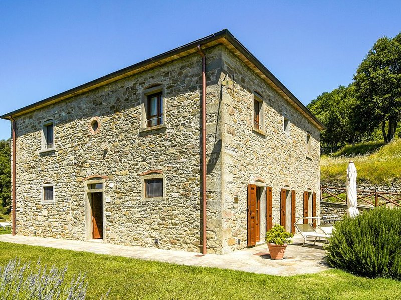 Luxurious Holiday Home in Anghiari Tuscany with Hill view, aluguéis de temporada em Caprese Michelangelo