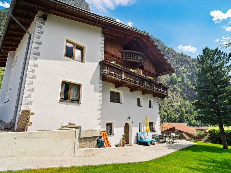 Cozy Holiday Home in Tyrol near Ski Area, vacation rental in Oetz