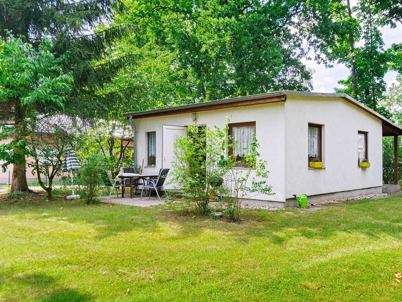 Bright Holiday Home in Brandenburg with Garden, holiday rental in Mahlow