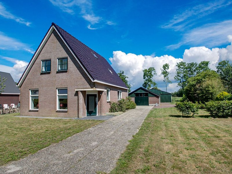 Classy Holiday Home in Langezwaag with Terrace, casa vacanza a De Veenhoop