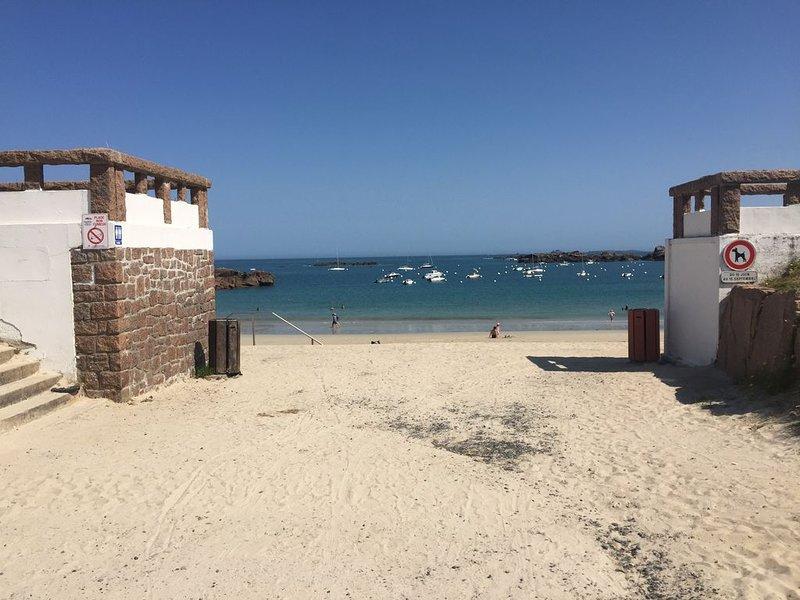 Nouveauté : Appartement les pieds dans l'eau , vue mer !!, casa vacanza a Tregastel