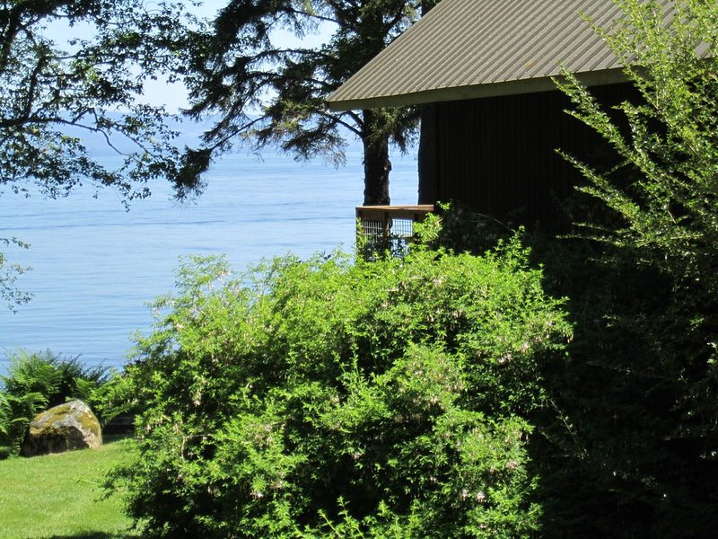 Saltwater Frontage - Spectacular Views - Secluded, quiet, and peaceful, alquiler vacacional en Beaver
