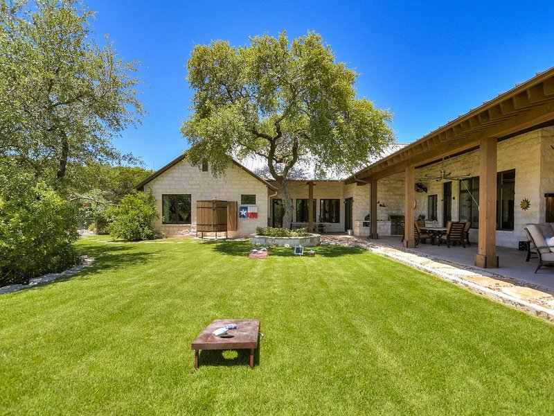 ABOVE LUXURY RANCH   Up to 11 BDS   Amazing Views   Pool/Spa   Secluded, holiday rental in Bee Cave