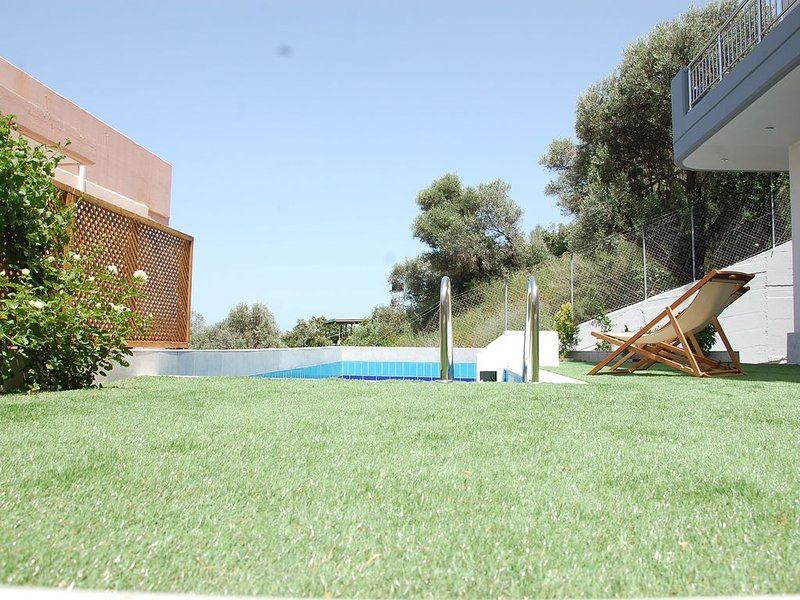 Welcome and Relax , it's been a rough year!!!, holiday rental in Rodia
