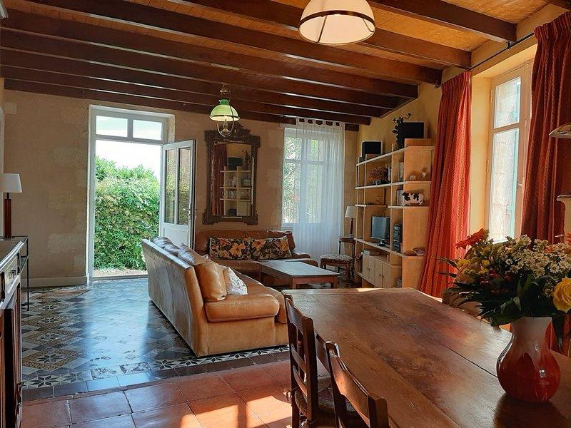 Gîte 'Château les Cèdres' 4 pers.  au coeur du vignoble Estuaire de la Gironde, holiday rental in Berson