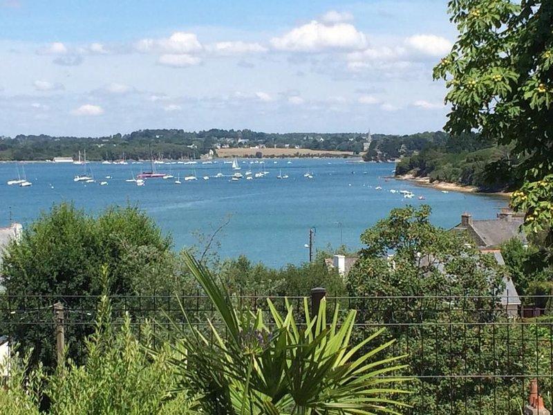 Villa très belle vue mer, proximité bourg, port et plage, holiday rental in Ile-aux-Moines