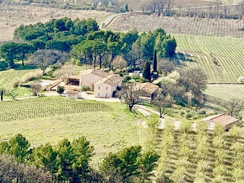 LUBERON: Séjournez au coeur d'un vignoble en Provence !, aluguéis de temporada em Saint-Saturnin-les-Apt