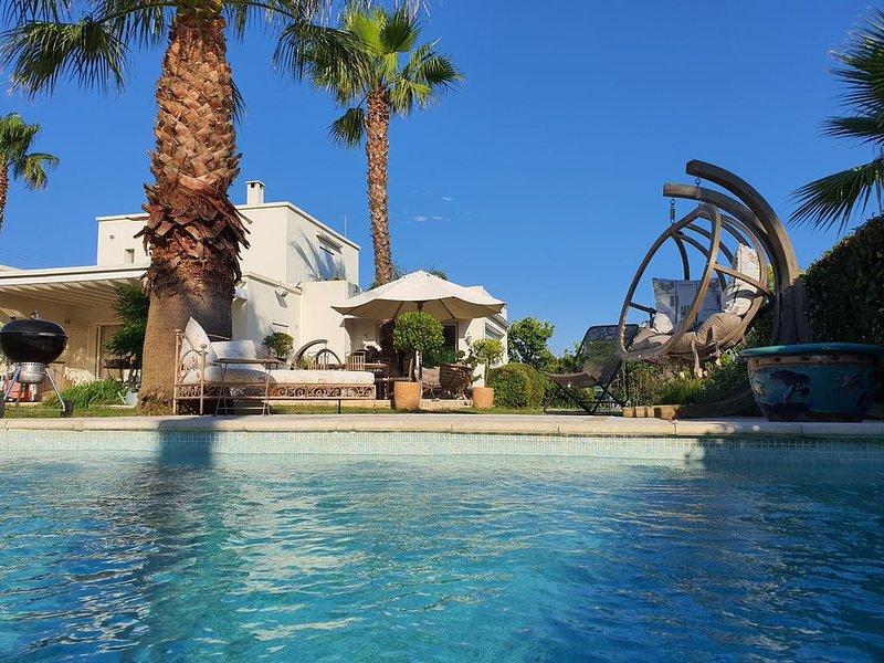 Superbe villa andalouse, sur 3.000 m2 de jardins, piscine chauffée, vacation rental in Villeneuve-les-Maguelone