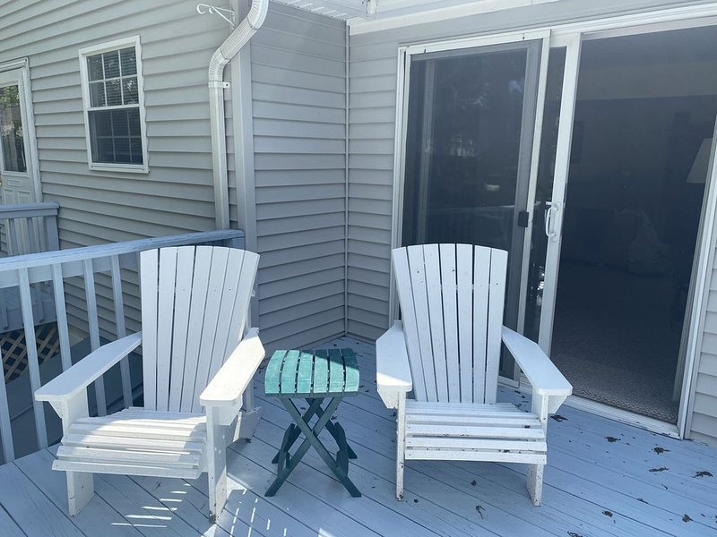 Weekly Summer Rental Home - beach passes included!, holiday rental in Lakewood