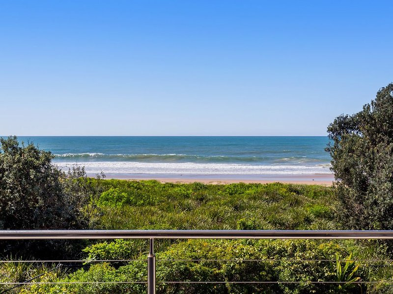 Tidemark backs on to the beautiful Diamond Beach, Ocean views at their finest, vacation rental in Coopernook