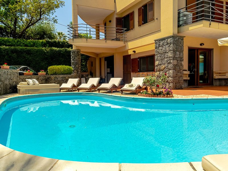 Villa Magdalena - Exclusive Stay, holiday rental in Pennisi