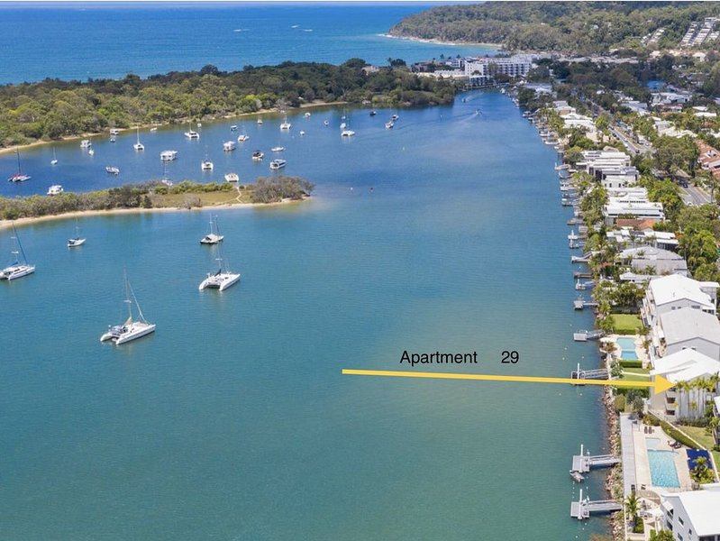 Noosa Shores on the river near Hastings street, holiday rental in Tewantin
