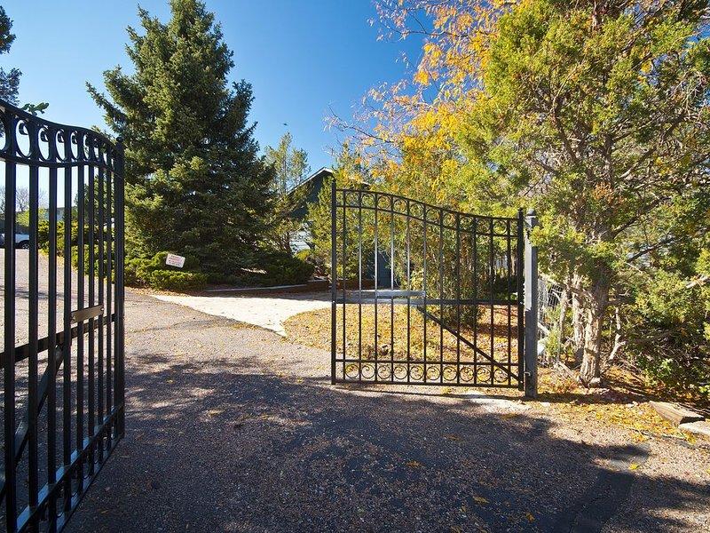 hidden treasure on 3/4 ac. minutes away from fun, holiday rental in Cimarron Hills
