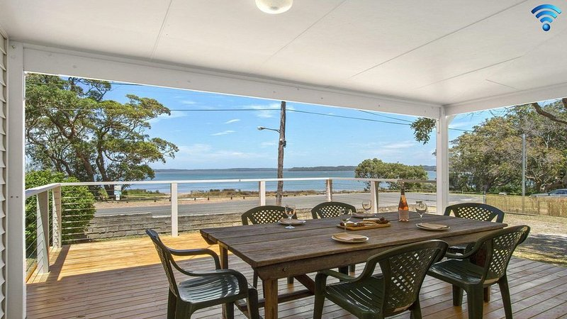Bellevue - overlooking serene Lake Wollumboola, holiday rental in Culburra Beach