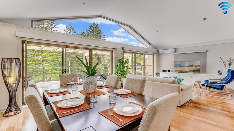 Shore To Please - comfort, cafes and beaches, vacation rental in Kiama