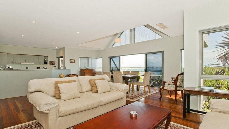 Villa Mer - stylish waterfront accommodation, holiday rental in Culburra Beach