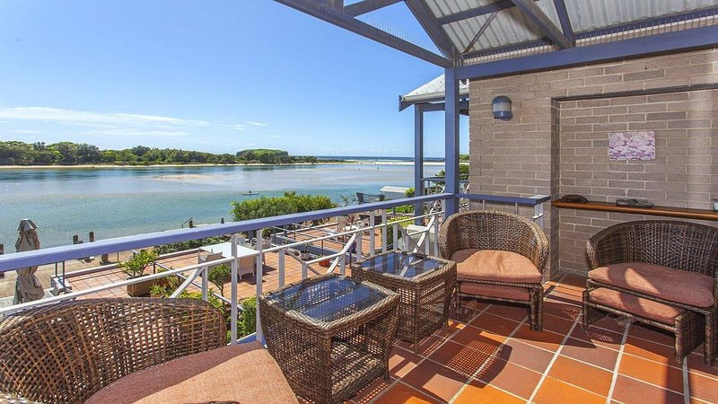 Aroona at Minnamurra - panoramic views, vacation rental in Warilla