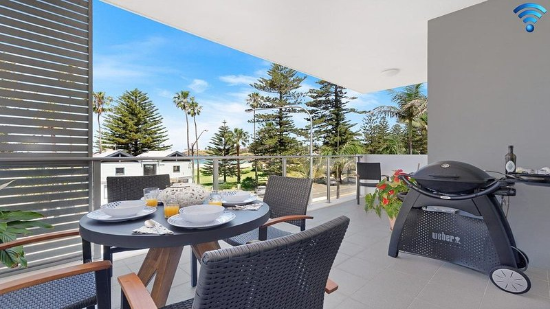 Bathers at the Beach - across from Surf Beach, holiday rental in Kiama