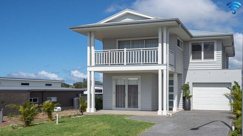 House on the Hill - inspired coastal Hamptons vibe, holiday rental in Kiama