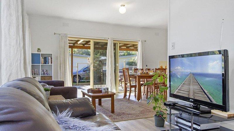 Beach Escape at Currarong - small family accommodation, casa vacanza a Currarong