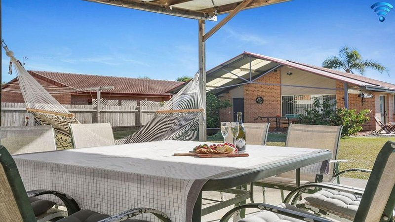 Cleveland Place - walk to beach and shops, holiday rental in Culburra Beach